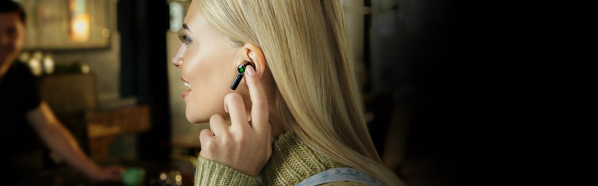 Tai nghe Razer Hammerhead True Wireless Pro RZ12-03440100-R3A1 có thể cho phép nghe được âm thanh bên ngoài