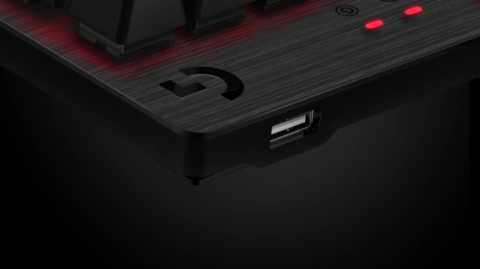 Bàn phím cơ Logitech G413 Carbon Mechanical Backlit Gaming tích hợp thêm cổng usb sau phím