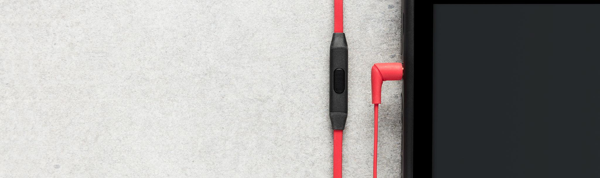 Tai nghe Kingston HyperX Earbuds (HX-HSCEB-RD) tích hợp micro cho khả năng đàm thoại tốt