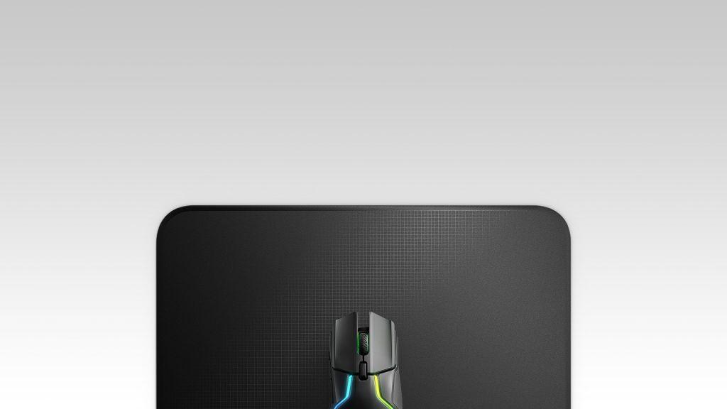 Bàn di chuột SteelSeries QcK Edge Medium 63822 (270 x 320 x 2mm) giúp ổn định độ chính xác của chuột