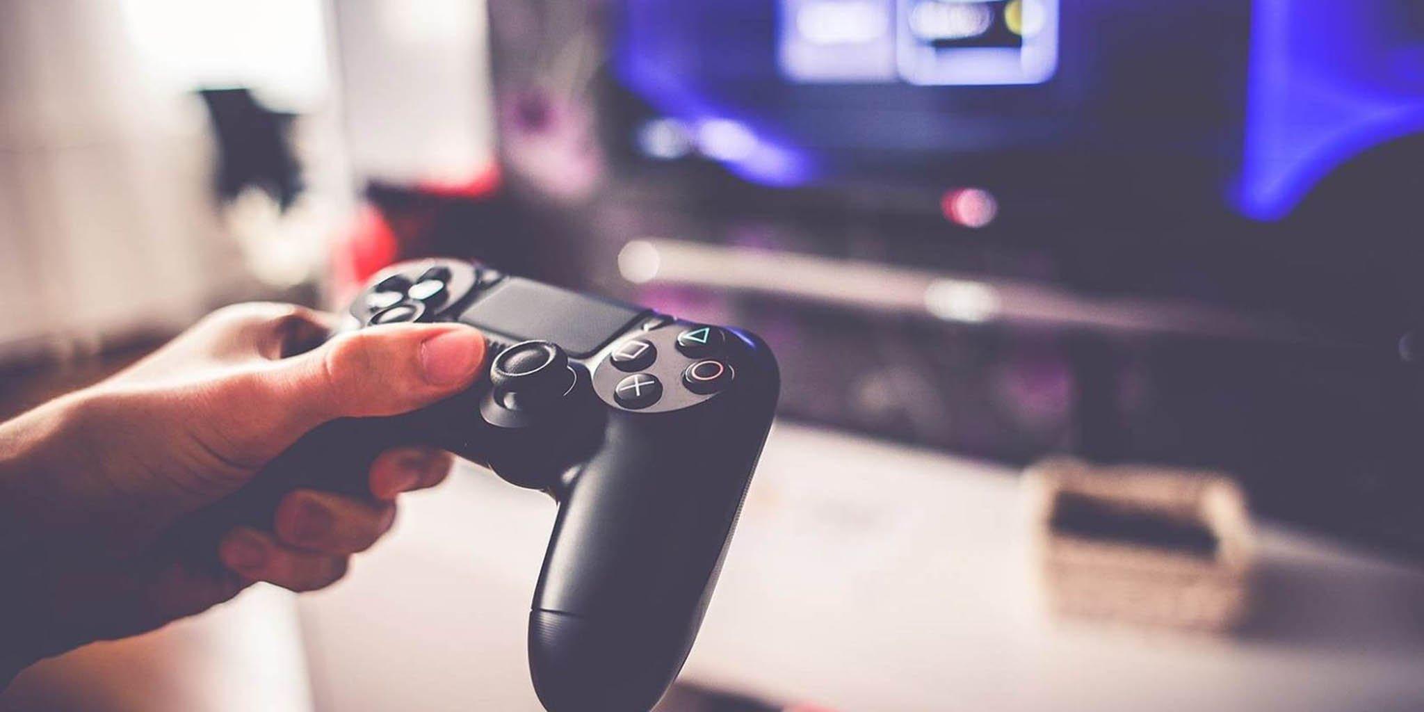 Tay cầm Dualshock 4 của Máy chơi game Playstation PS4 Pro 1TB SONY CUH-7218B OM