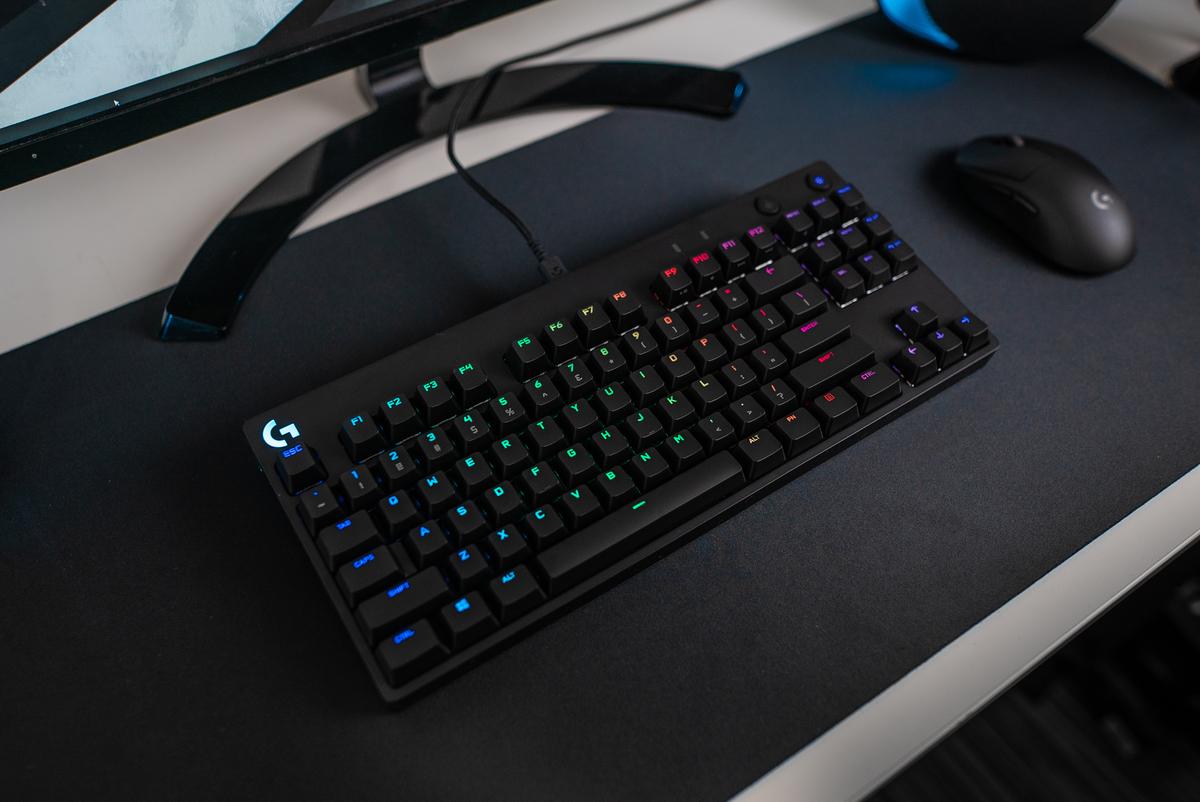 Bàn phím cơ Logitech G Pro X RGB Lightsync GX Clicky Blue Switch có thiết kế gọn nhẹ