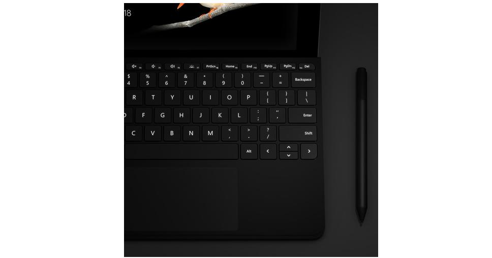 Bàn phím Mircosoft Surface Go có tích hợp đèn led dễ dàng sử dụng