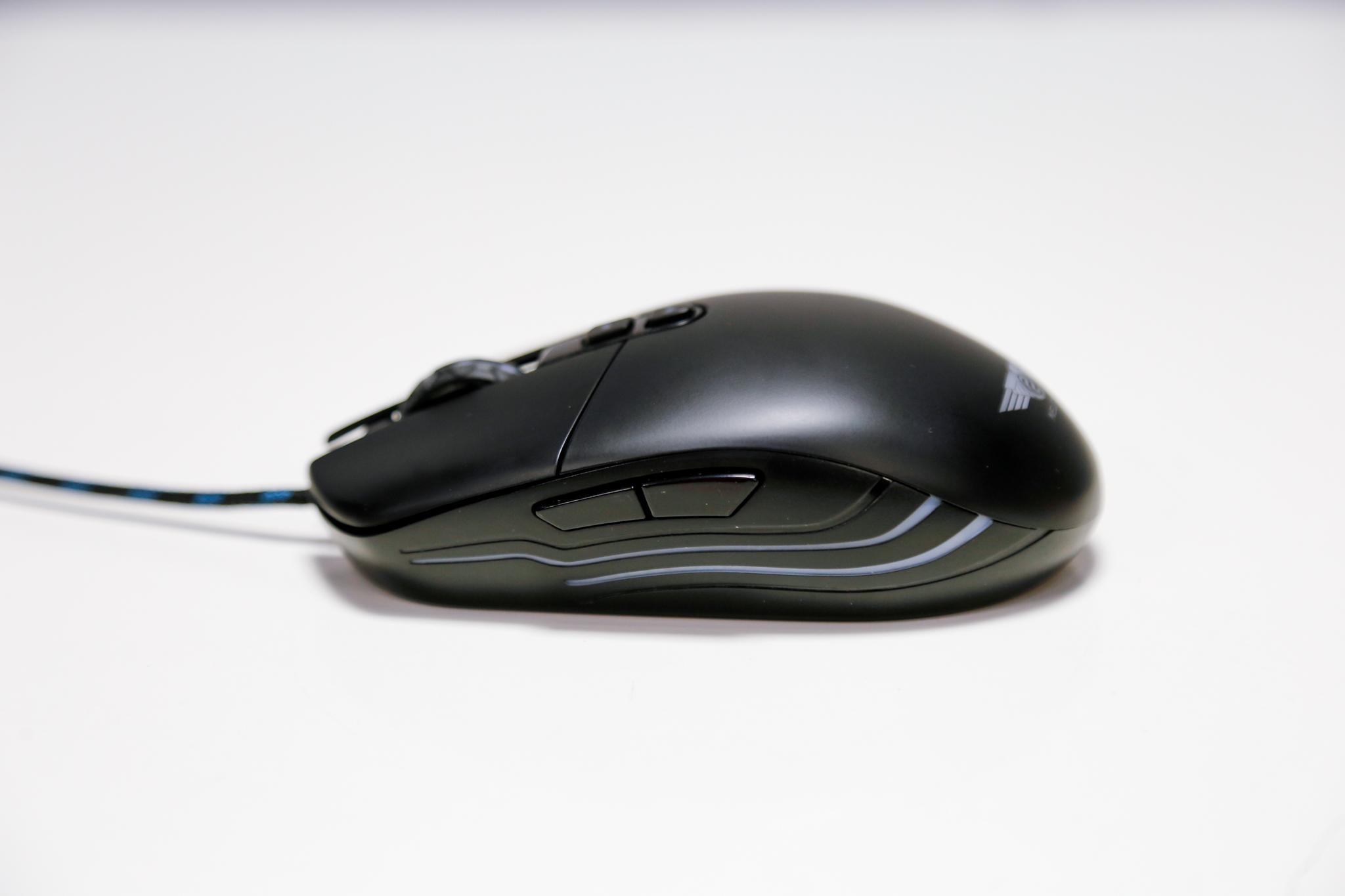 Chuột chơi game Newmen N3000 Led RGB USB có kích  thước nhỏ gọn