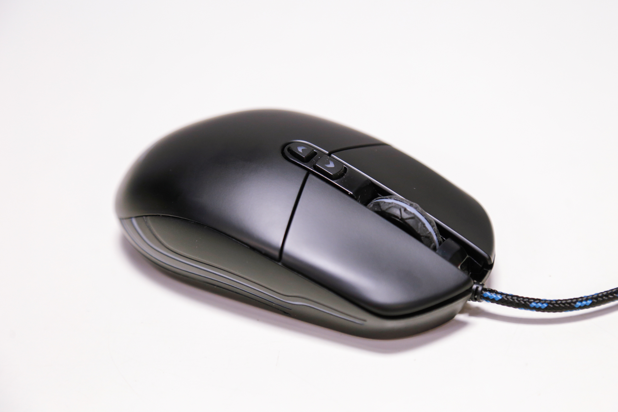 Chuột chơi game Newmen N3000 Led RGB USB có thể kết nối dễ dàng