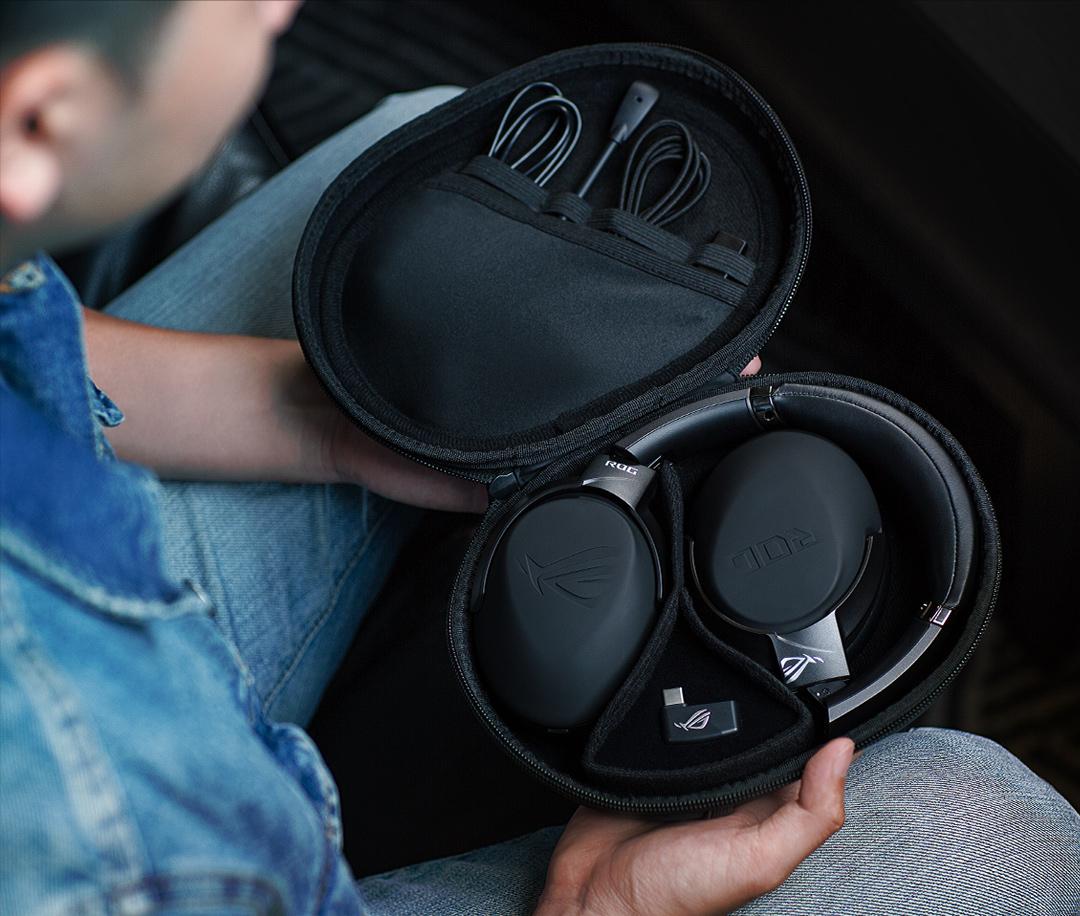 Tai nghe không dây Asus ROG STRIX GO 2.4 đi kèm bao đựng cao cấp có thể mang đi mọi nơi