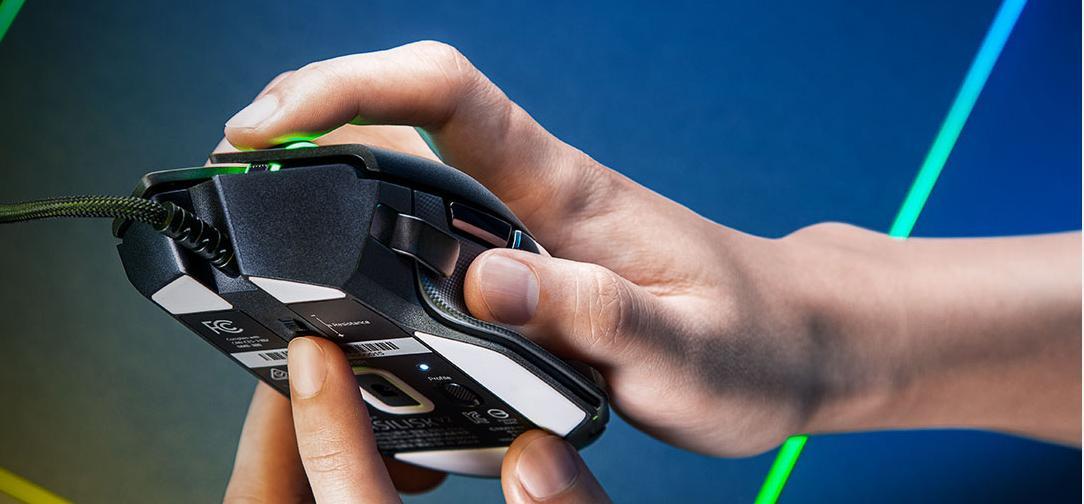 Nút cuộn của Chuột Razer Basilisk V2 RGB Gaming có thể điều chỉnh độ trơn và lực cản