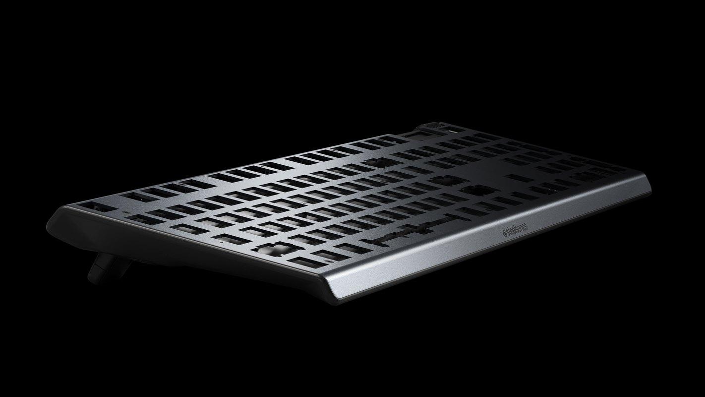 Bàn phím cơ SteelSeries APEX 5 RGB Hybrid switch Mechanical Gaming Black được thiết kế với khung kim loại cực kỳ chắc chắn