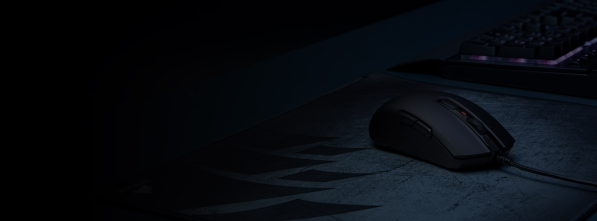Chuột chơi game Corsair M55 RGB White (CH-9308111-AP) có trọng lượng nhẹ nhàng
