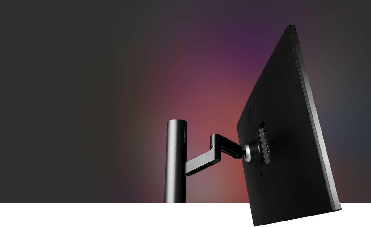 Màn hình LG 32UN880 màn hình chuyển động linh hoạt