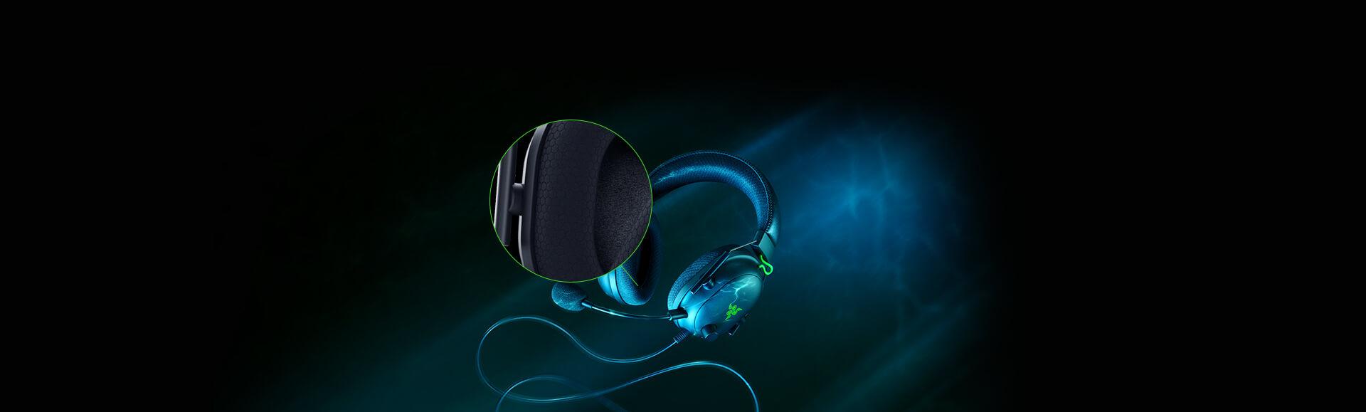 Tai nghe Razer BlackShark V2 - Wired Gaming Headset + USB Sound Card - RZ04-03230100-R3M1 có lớp đệm tai nghe bọt biển vô cùng mềm mại và thoải mái khi đeo