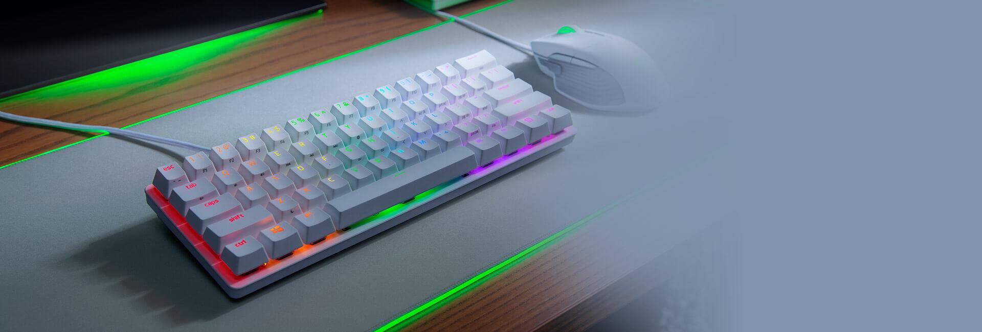Bàn phím cơ Razer Huntsman Mini Mercury ( Clicky Purple optical switch) (RZ03-03390300-R3M1) có thiết kế 60% gọn nhẹ