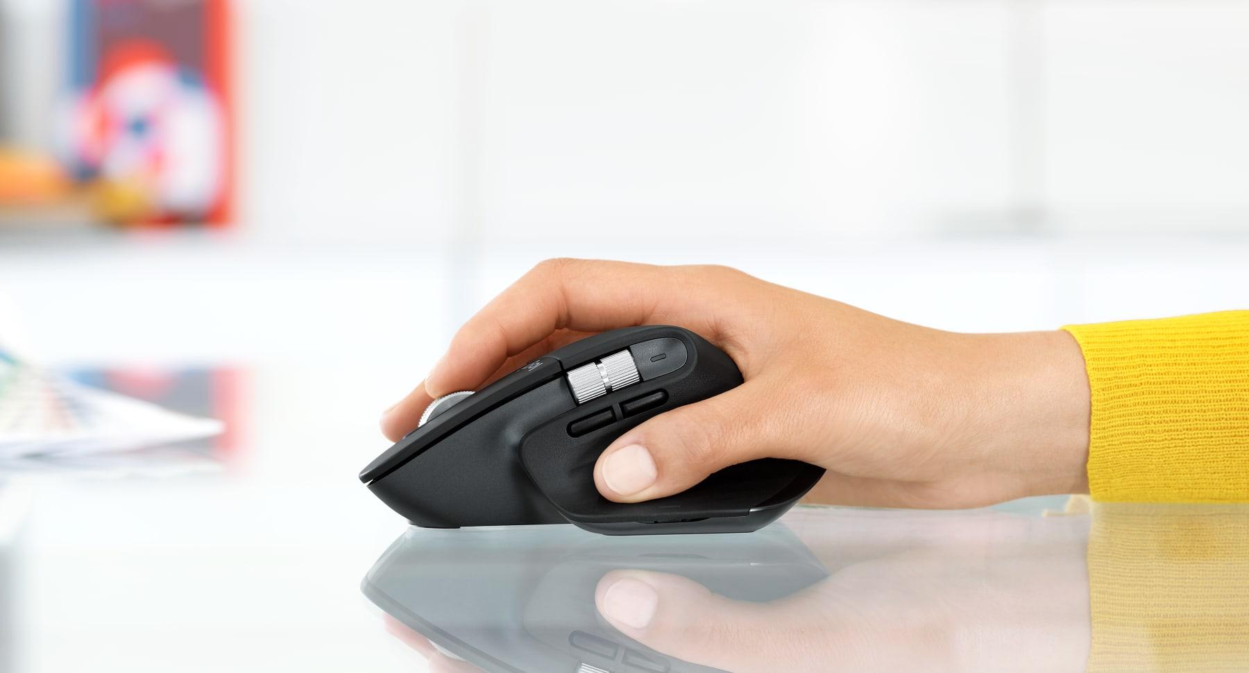 Chuột không dây Logitech MX Master 3 (USB/Bluetooth/Đen) có thiết kế thuận tay phải