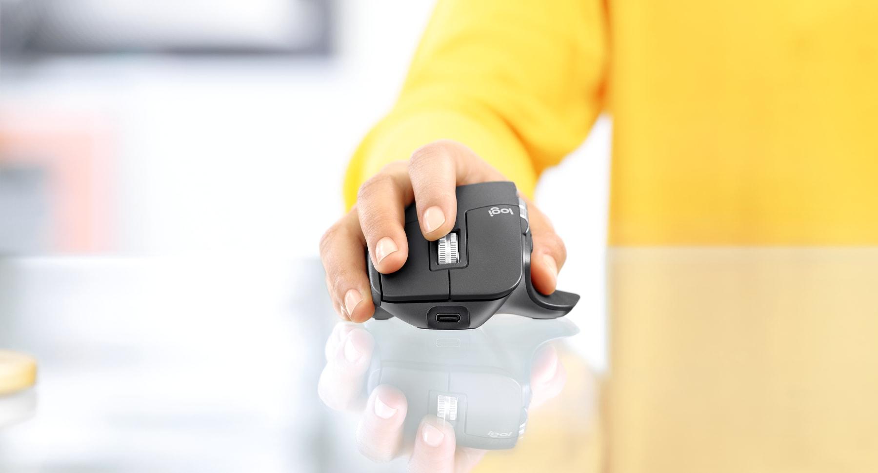 Chuột không dây Logitech MX Master 3 (USB/Bluetooth/Đen) trang bị mắt đọc cao cấp có thể di chuyển trên nhiều bề mặt