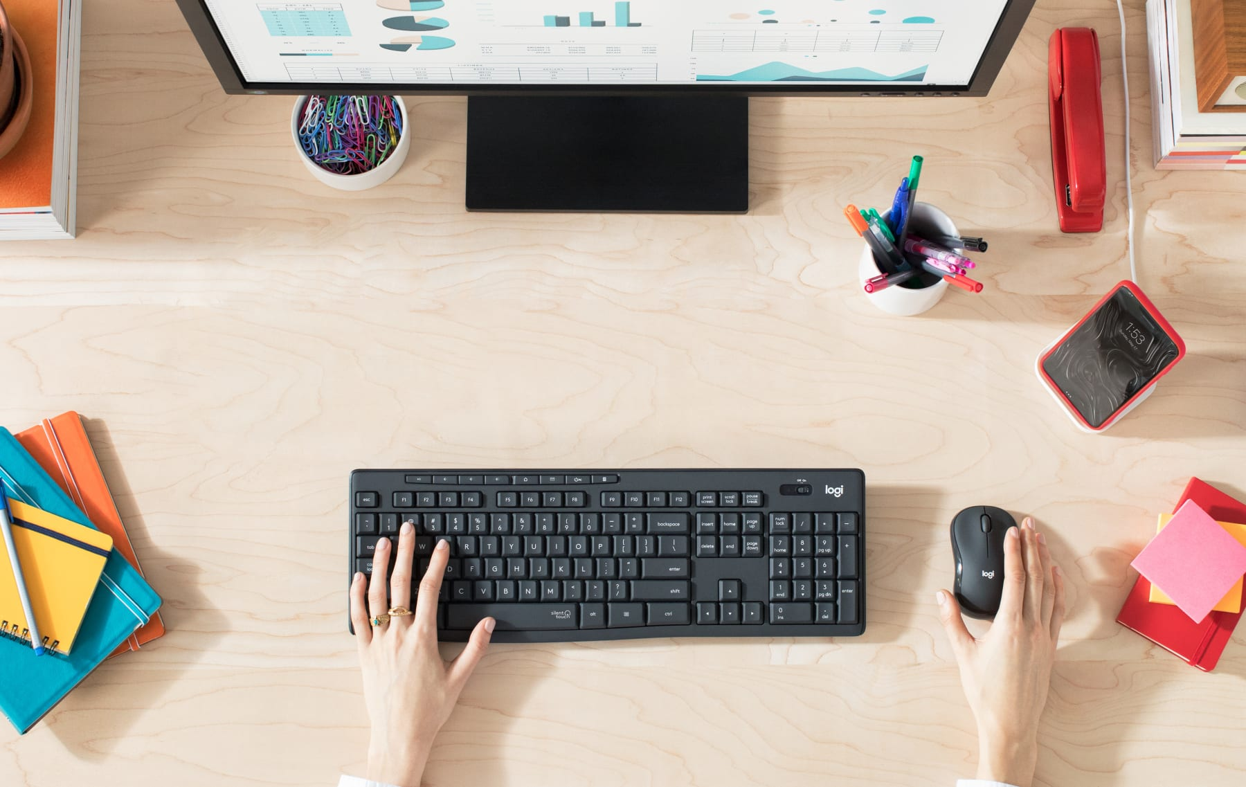 Bộ bàn phím + chuột không dây Logitech MK295 màu đen (USB/SilentTouch) có thiết kế pin trâu