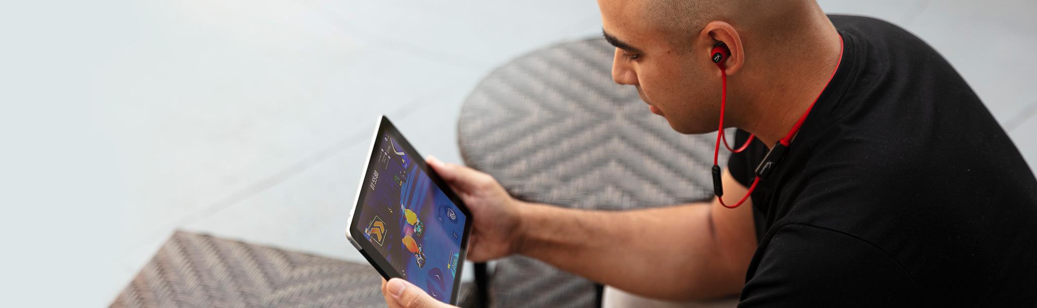 Tai nghe không dây Kingston HyperX Cloud Buds HEBBXX MC RD/G (Bluetooth Earbuds) cho cảm giác đeo thoải mái đặc trưng